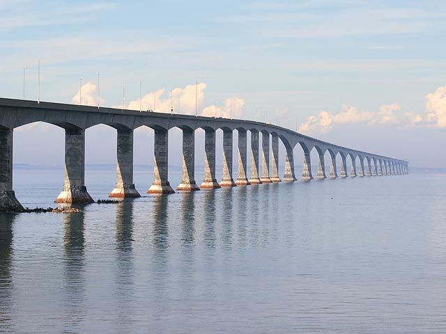 Le Griffon Bed and Breakfast is located 45 minutes' drive away from the Confederation Bridge, one of Canada's seven architectural wonders.